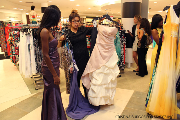Oprah helps an inner-city high school teacher get prom dresses for students, all thanks to Twitter
