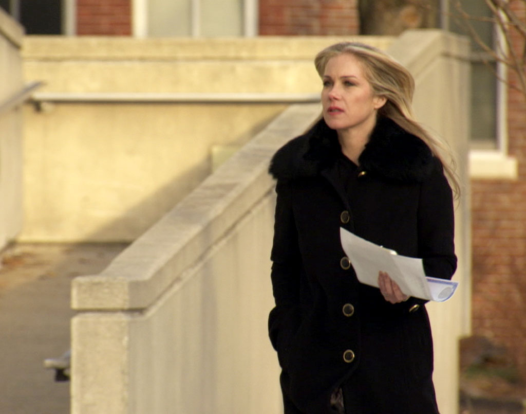 "Christina Applegate walks into the Trenton Public Library on ""Who Do You Think You Are?"""