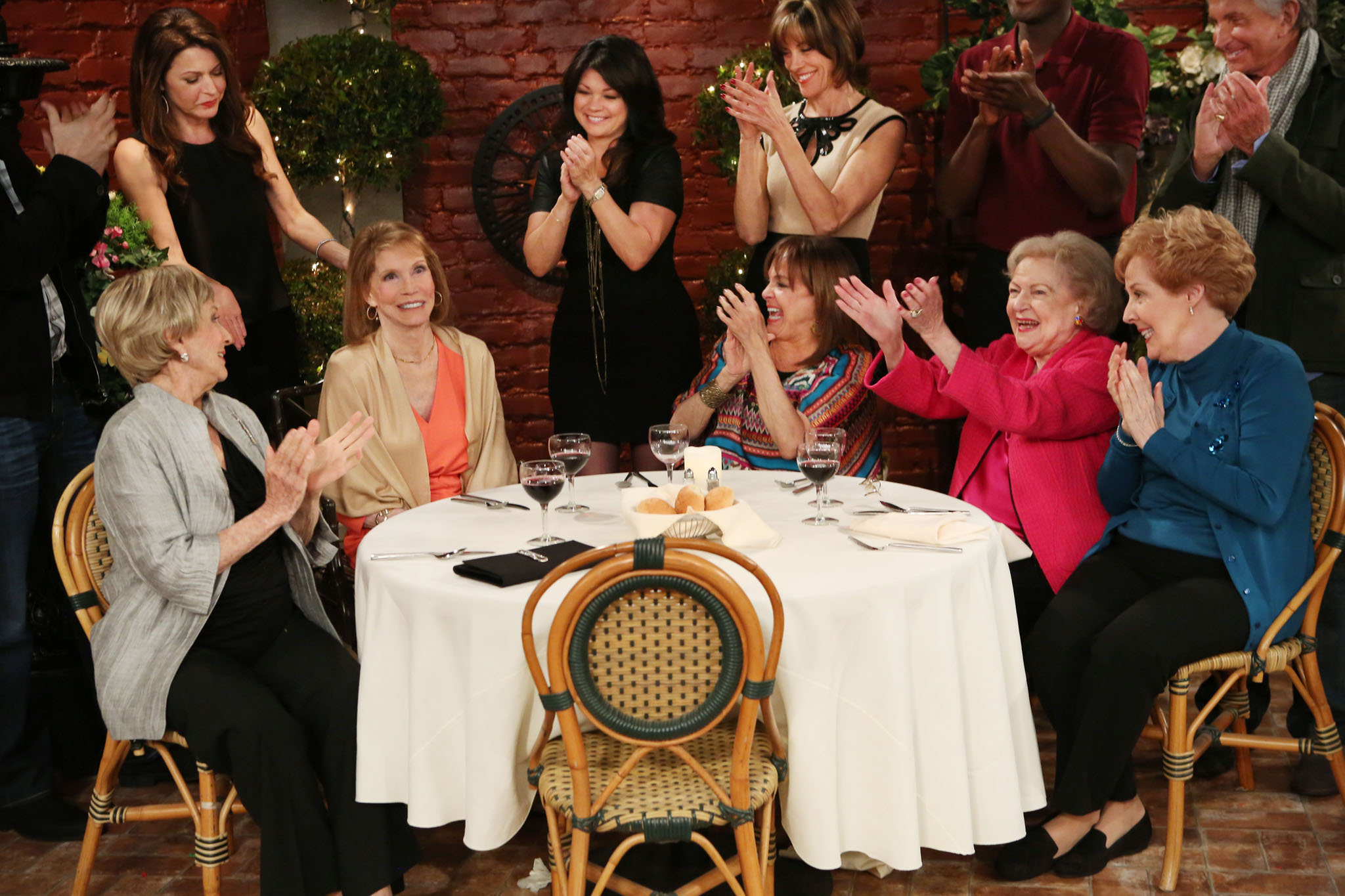 'Hot in Cleveland': 7 'Mary Tyler Moore Show' Reunion Moments That Walked Down Memory Lane