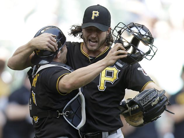 The Juice: Pirates pummel John Axford to steal rare win in Milw…