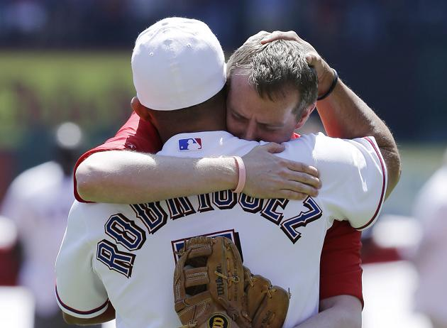Father of Sandy Hook victim throws emotional first pitch before…