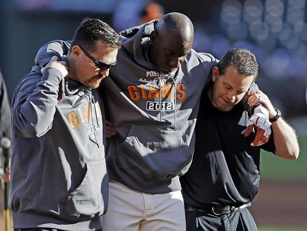 Giants first base coach struck in head during BP