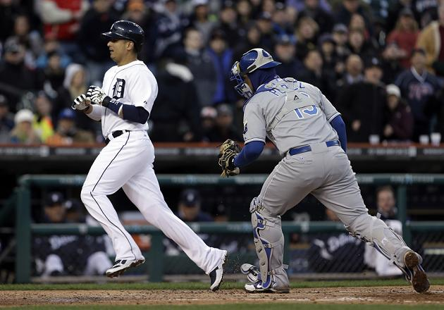Victor Martinez avoids home-plate collision by taking U-turn st…