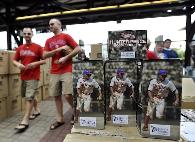 Phillies fans react to receiving Hunter Pence bobblehead three …
