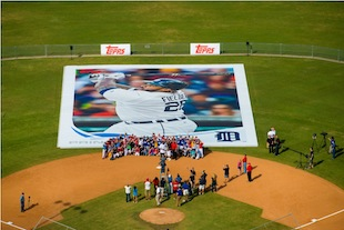 The world's largest baseball card (Photos)