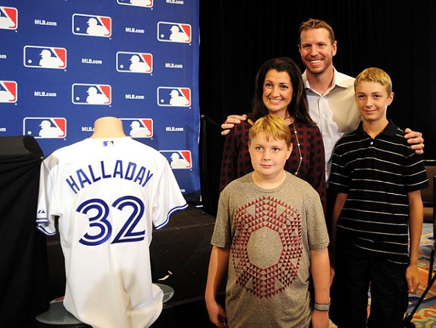 Roy Halladay and family thank Philadelphia fans with newspaper …