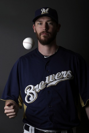 Brewers pitcher John Axford nearly perfect in Oscar predictions