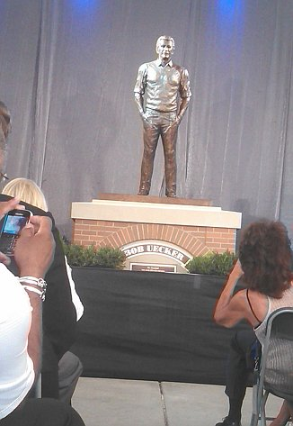 Bob Uecker statue unveiled and it's … understated