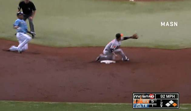 Baltimore's Alexi Casilla makes ridiculous tag on Desmond Jenni…