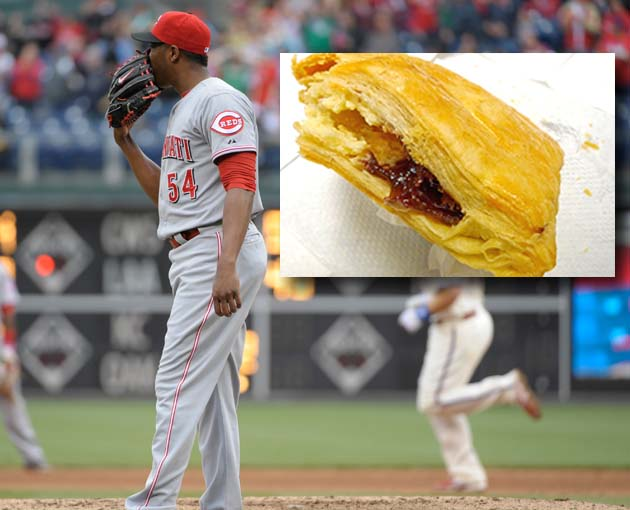 "Aroldis Chapman eats '18""² Cuban pastries filled with cream che…"