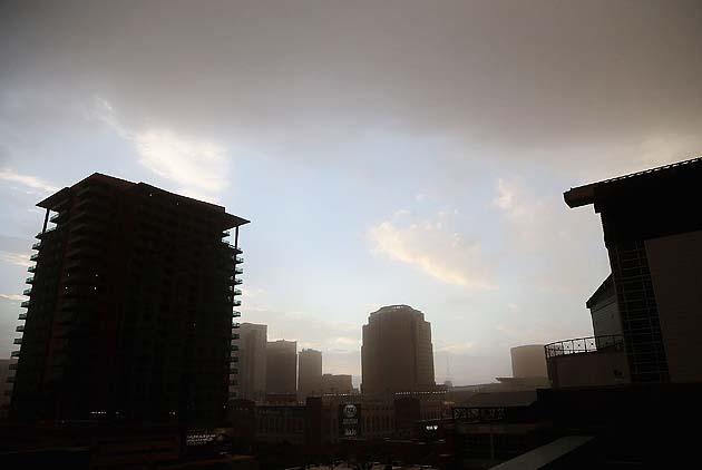 Dust storm in Phoenix engulfs Chase Field