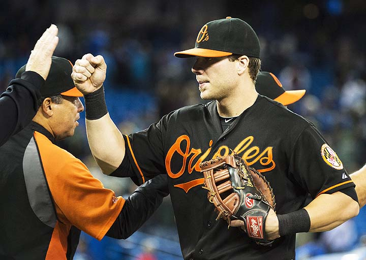 Chris Davis crushes 50th home run, receives milestone baseball …