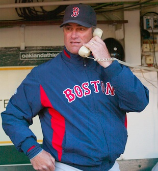 Boston trades for manager John Farrell, Toronto gets utilityman…