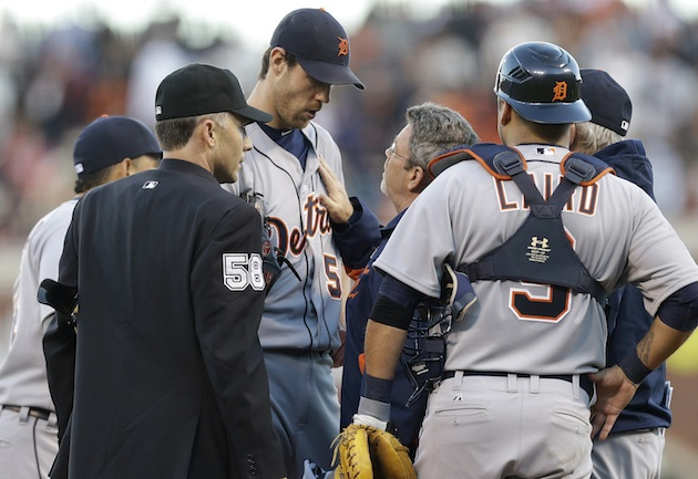 Tough guy: Doug Fister stays in Game 2 after taking line drive …