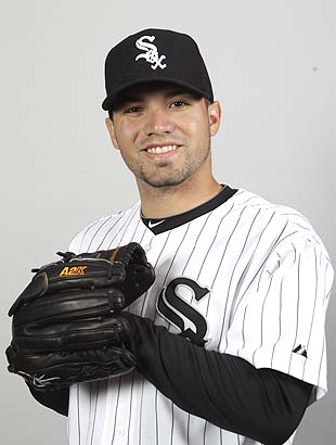 White Sox pitcher Hector Santiago connects with kids of Newtown…
