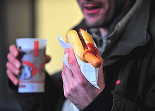 Cleveland Indians lower prices on hot dogs, beer and other conc…