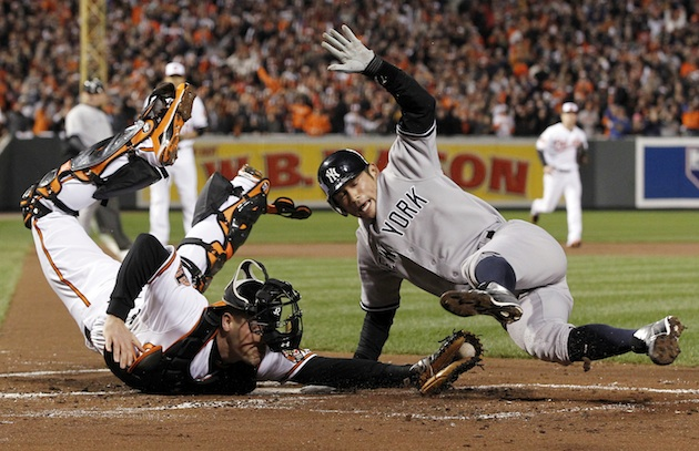 Ichiro's 'breakdance' slide puts Yankees on board