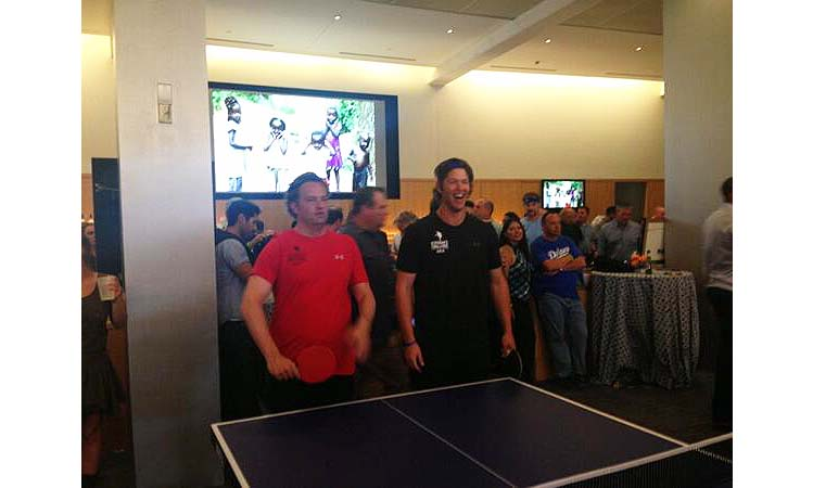 Puig Pong! Dodgers' Yasiel Puig and Tony La Russa play ping pon…