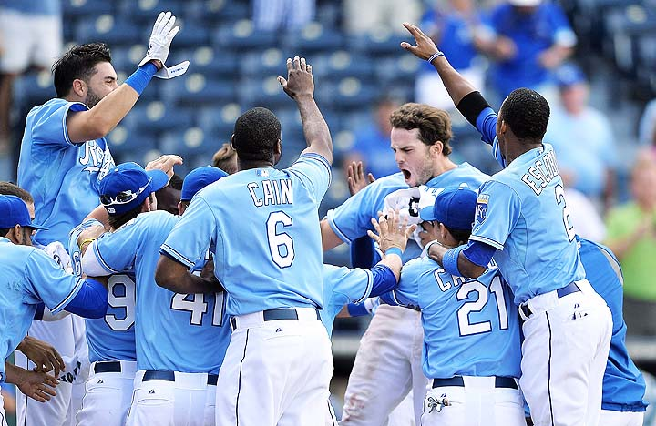 Mooooooose! Mike Moustakas home run gives Royals much-needed vi…