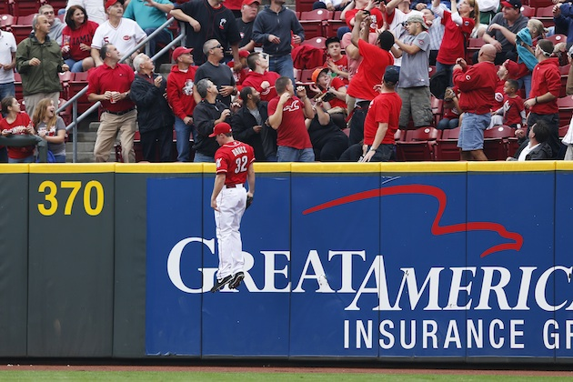 Jay Bruce appears to levitate in right field (Photo)