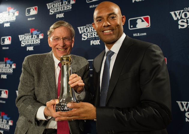 Mariano Rivera accepts commissioner's award, jokes about comeba…