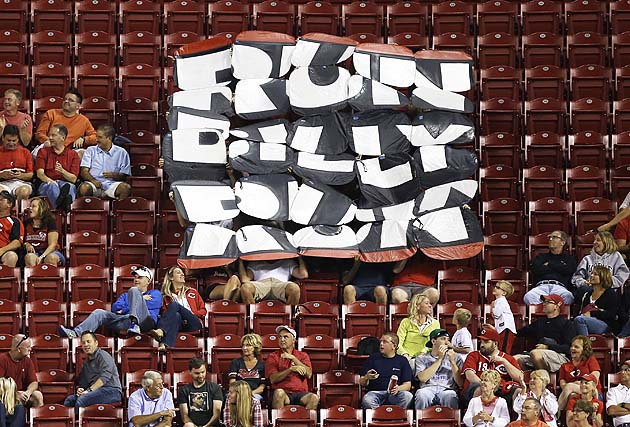 Reds' Billy Hamilton steals base against Yadier Molina and scor…