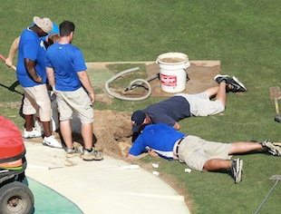 Sinkhole ballpark! Rangers-Indians game survives sinkhole disco…