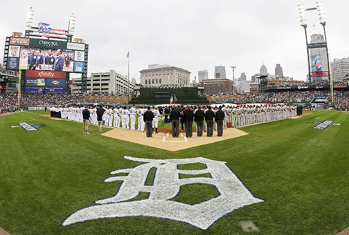 Umpires at Detroit assemble in missing-man formation to remembe…