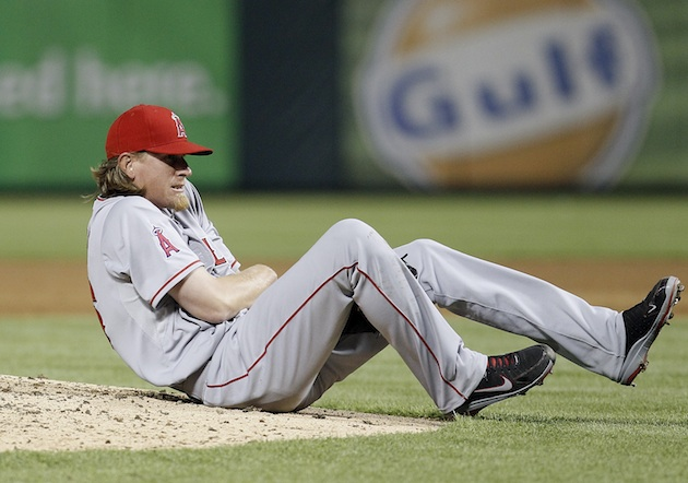 Angels pitcher Jered Weaver out 4-6 weeks with broken elbow