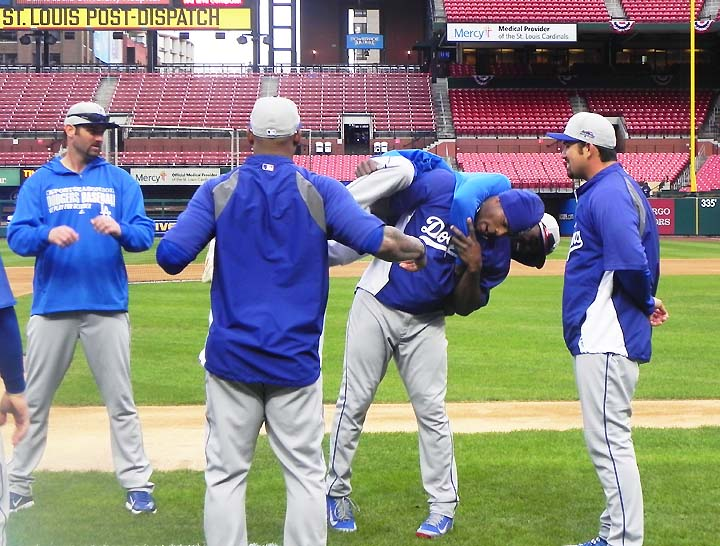 Yasiel Puig and Adrian Gonzalez laugh off Rally Squirrel and Mi…