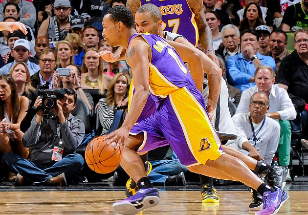 Riddled by injuries, Lakers start Goudelock, Morris