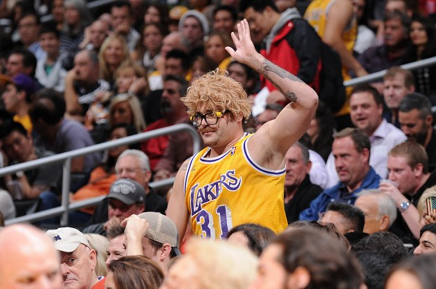 Los Angeles Lakers' Staples Center sellout streak ends after 32…
