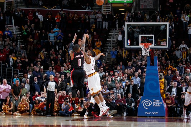 Damian Lillard's 30-foot 3 beats the buzzer for his second game…