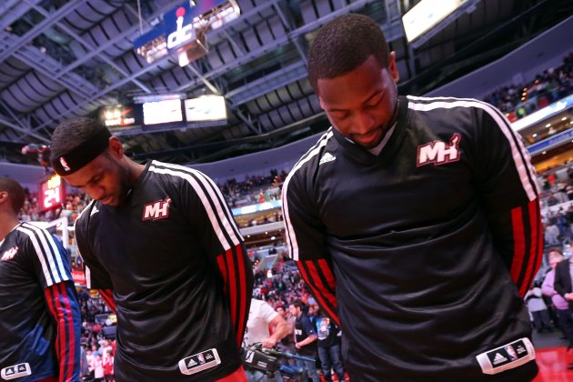 Dwyane Wade finds LeBron James for the full-court alley-oop (Vi…