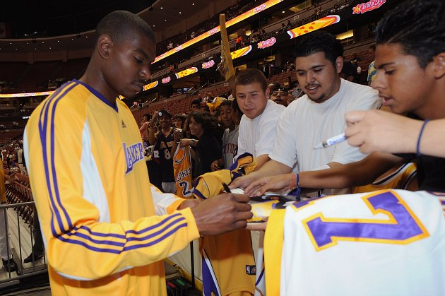 Andrew Bynum slights Los Angeles Lakers fans while praising Cle…