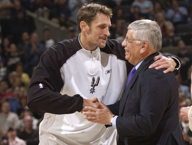 Tim Duncan once paid Brent Barry a hundred bucks to plant a nat…