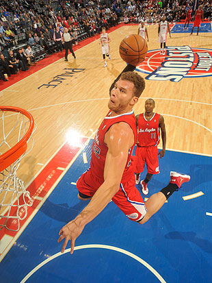 Blake Griffin bangs home off-the-glass alley-oop as Clippers be…