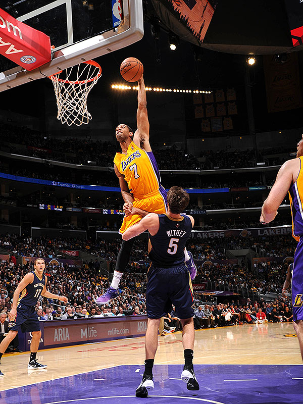 Lakers' Xavier Henry enters Dunk of the Year conversation by ba…