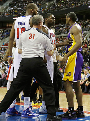 Did Metta World Peace punch Brandon Knight during Lakers win ov…