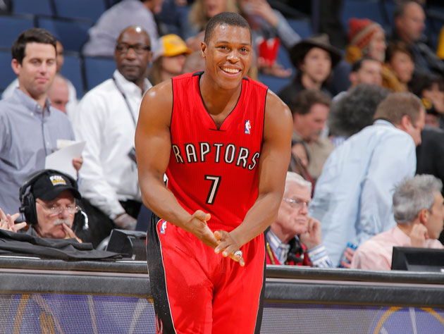 Kyle Lowry supplies shoes to the Raptors fan that he couldn't c…