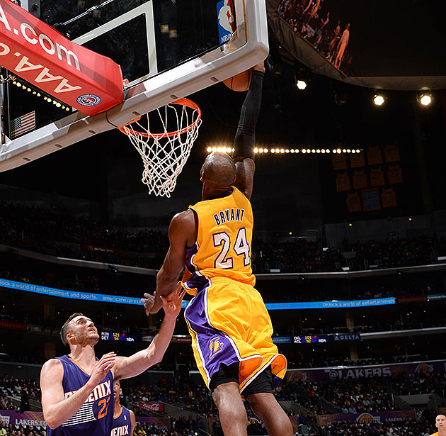 Kobe Bryant dunks in game for first time since Achilles injury …