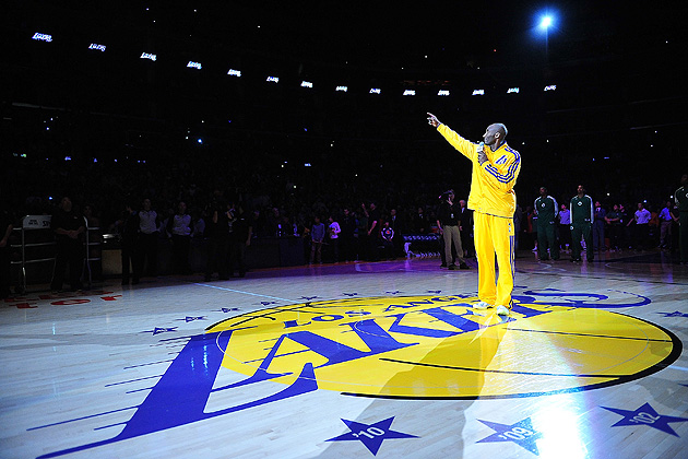 Lakers honor late owner Dr. Jerry Buss in pregame ceremony befo…