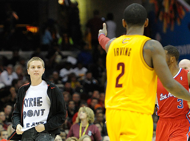 Fan wearing 'KYRIE DON'T LEAVE' T-shirt walks onto court, touch…