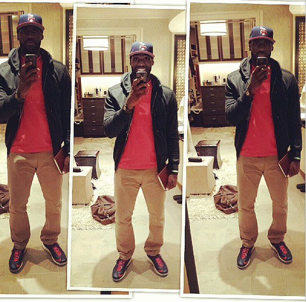 LeBron James is taking pictures of himself as he heads into jur…