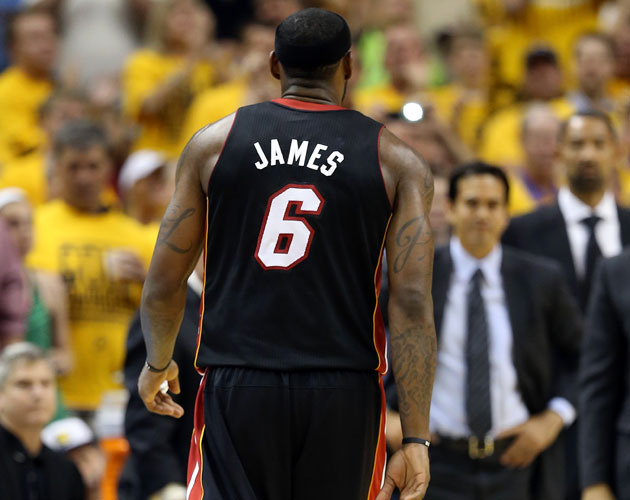 LeBron James fouls out as Indiana ties the series and wins Game…