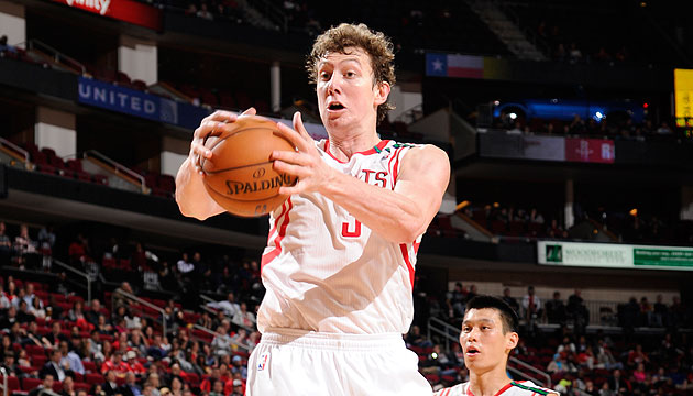 Omer Asik scores on his own basket in Rockets' win over Raptors…