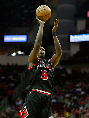 Luol Deng calls his shot, hits OT game-winner to send Bulls pas…