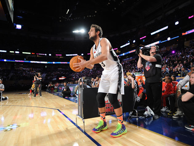 Marco Belinelli wins the Three-Point Shootout after Bradley Bea…