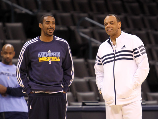 Grizzlies coach Lionel Hollins takes time to 'give a shoutout t…