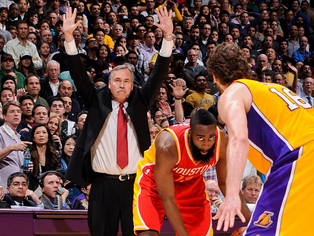 Lakers coach Mike D'Antoni has to give Pau Gasol a little leewa…
